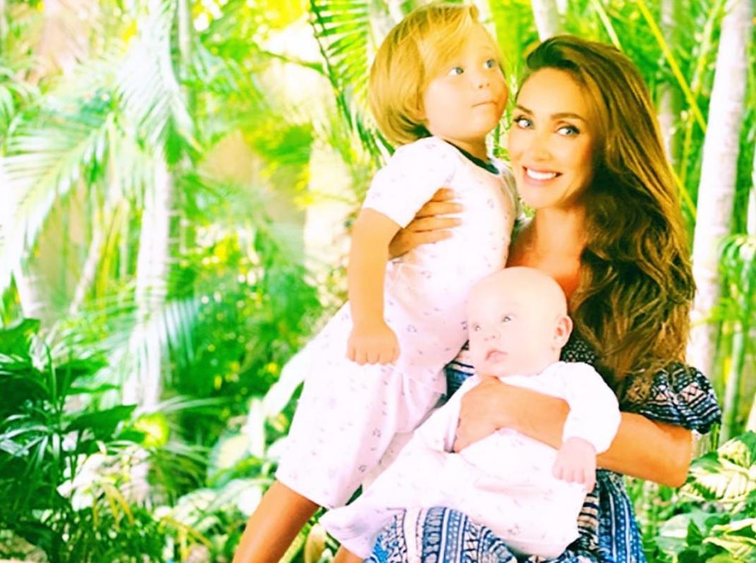 Critican a Manuel Velasco por su aspecto en foto de Anahí con sus hijos