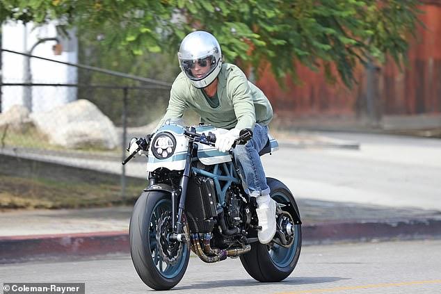 ¿Al fin regresaron? Revelan fotos de Brad Pitt saliendo de casa de Angeliina