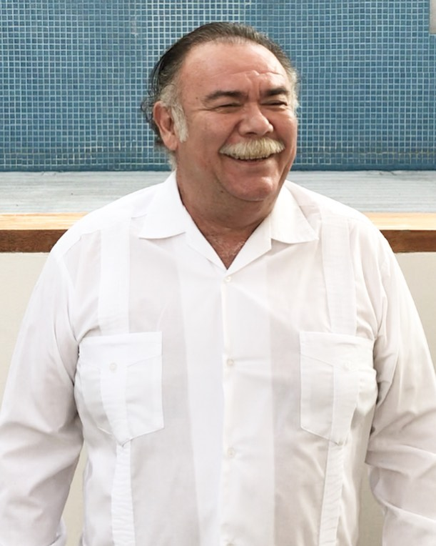 Jesús Ochoa ahora limpia parabrisas por crisis coronavirus