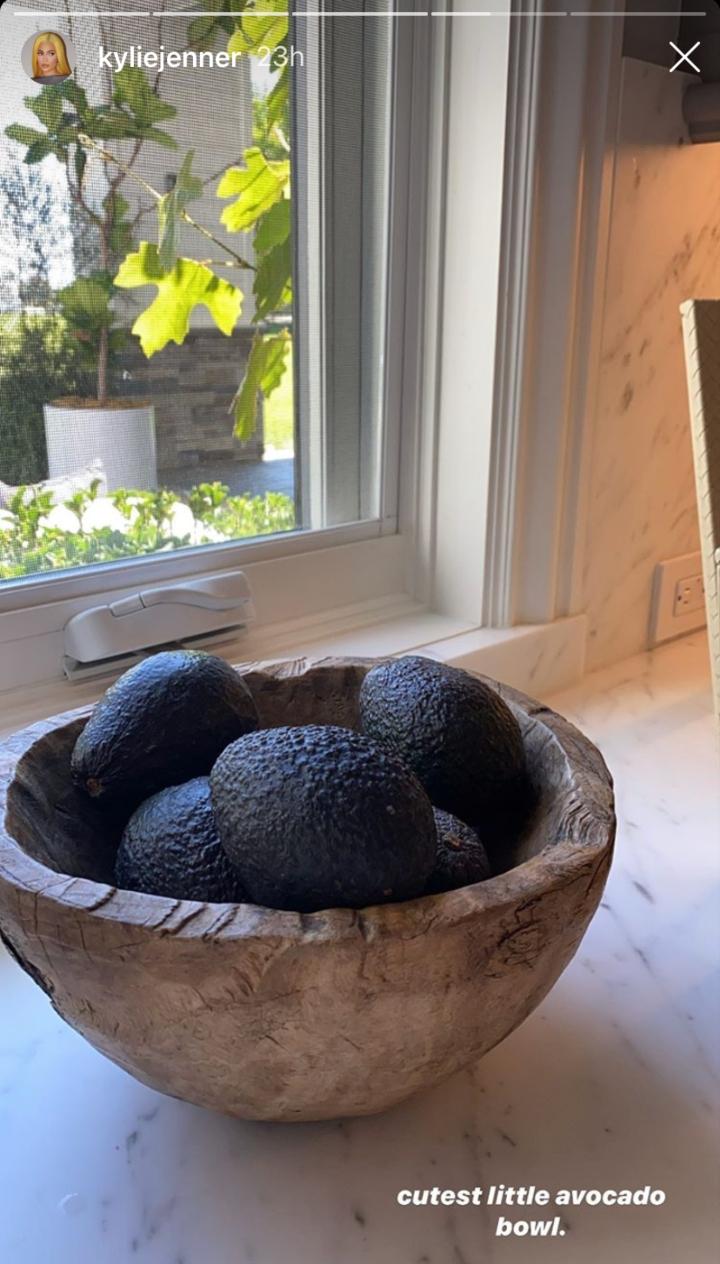 Kylie Jenner nos enseña preparar guacamole sale mal