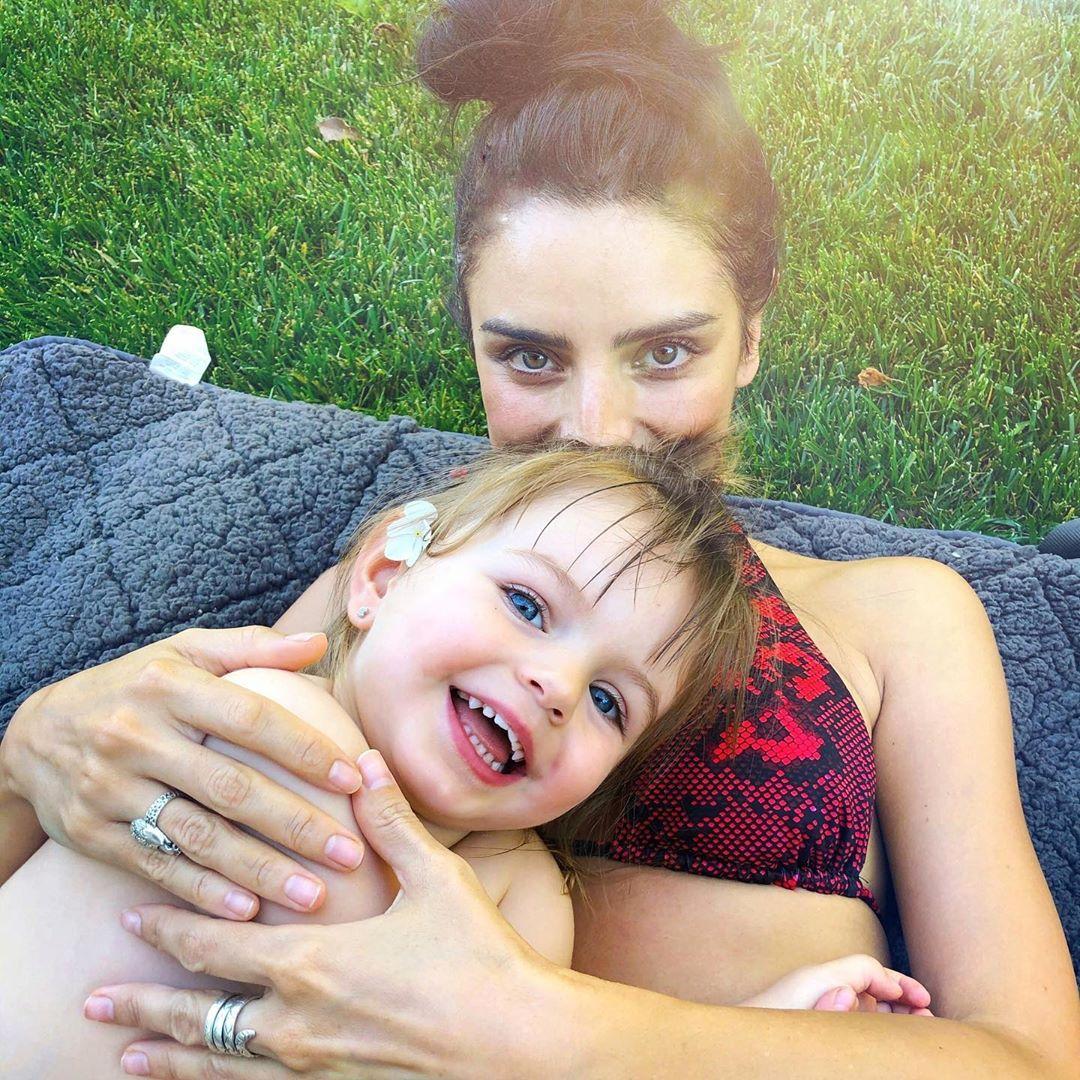 Hija Aislinn Derbez revela mamá triste por Mauricio Ochmann