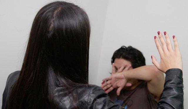 """Mujer golpea a su esposo por no decirle """"bonita"""" y termina en prisión"""