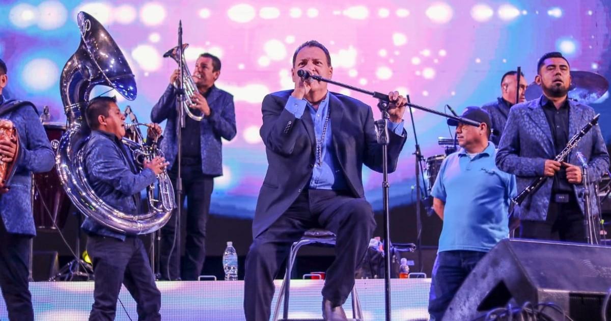 Julio Preciado cantaba en una boda en Coahuila y la policía la suspende
