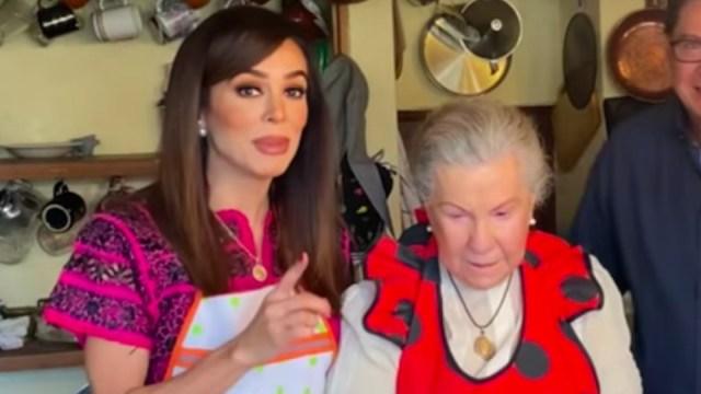 Bibi Gaytán junto a su suegra, Doña Mary