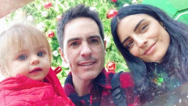 Aislinn Derbez y Mauricio Ochmann con su hija