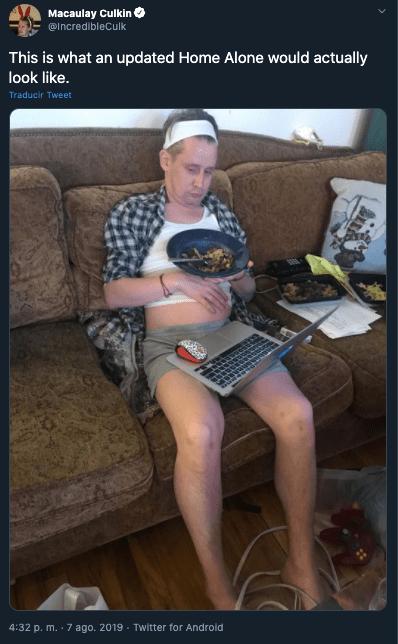 Macaulay Culkin usa cubrebocas con su icónica pose de Mi pobre Angelito