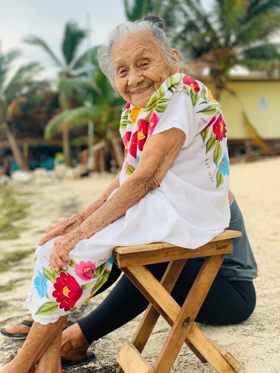 Abuela de 97 años sonriente
