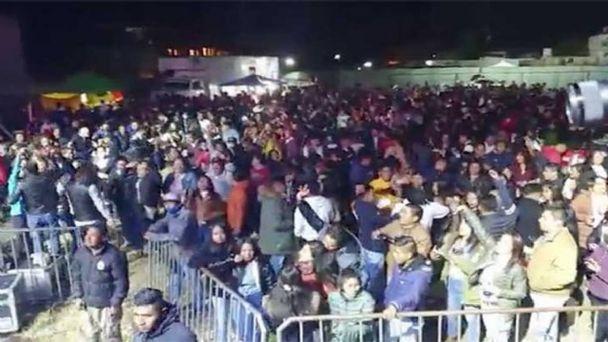 """Realizan baile en Toluca """"valiendo madres"""" la pandemia de coronavirus"""