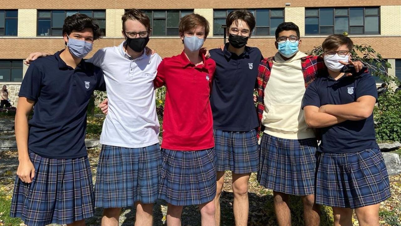 Estudiantes usan falda para protestar contra codigo de vestimenta sexista