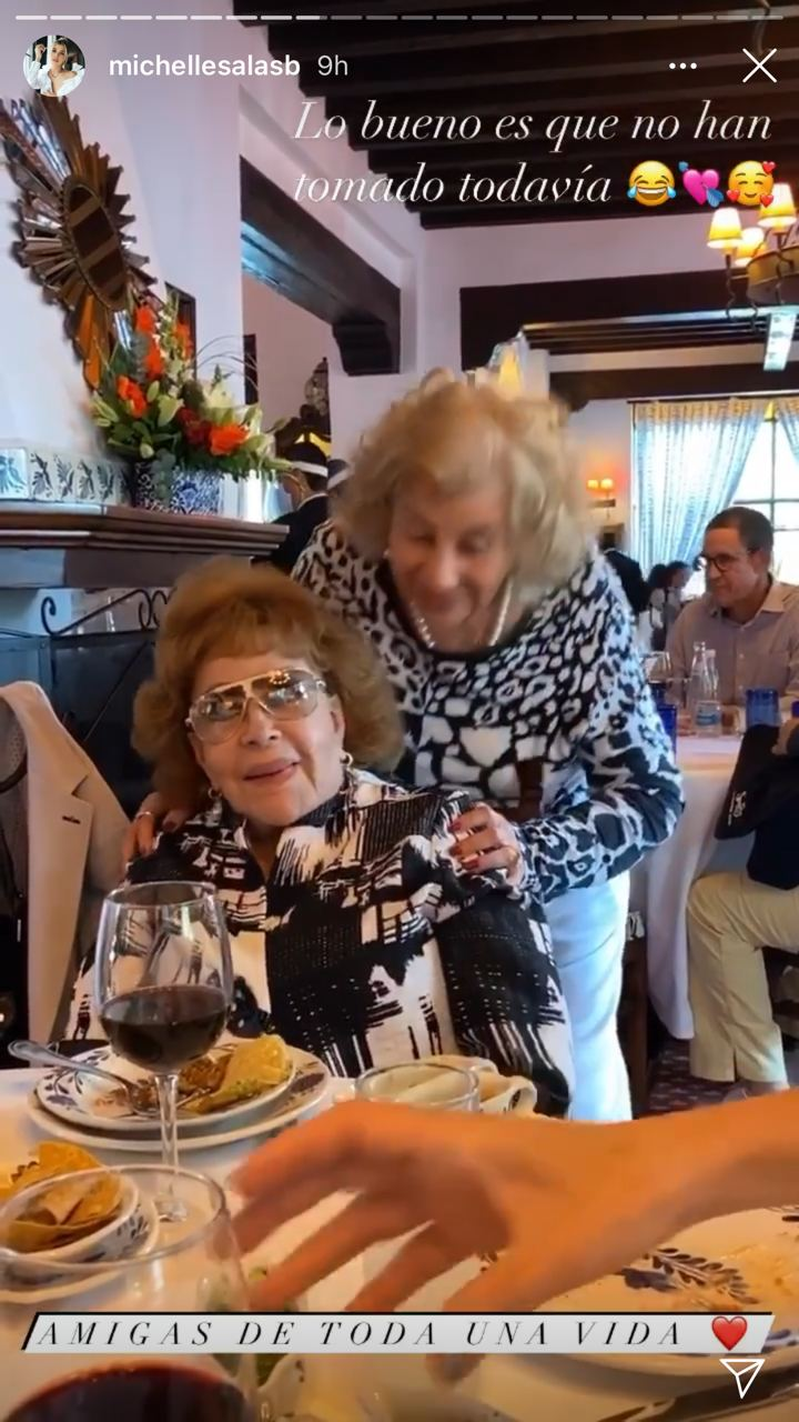 Silvia Pinal con Michelle Salas y su familia
