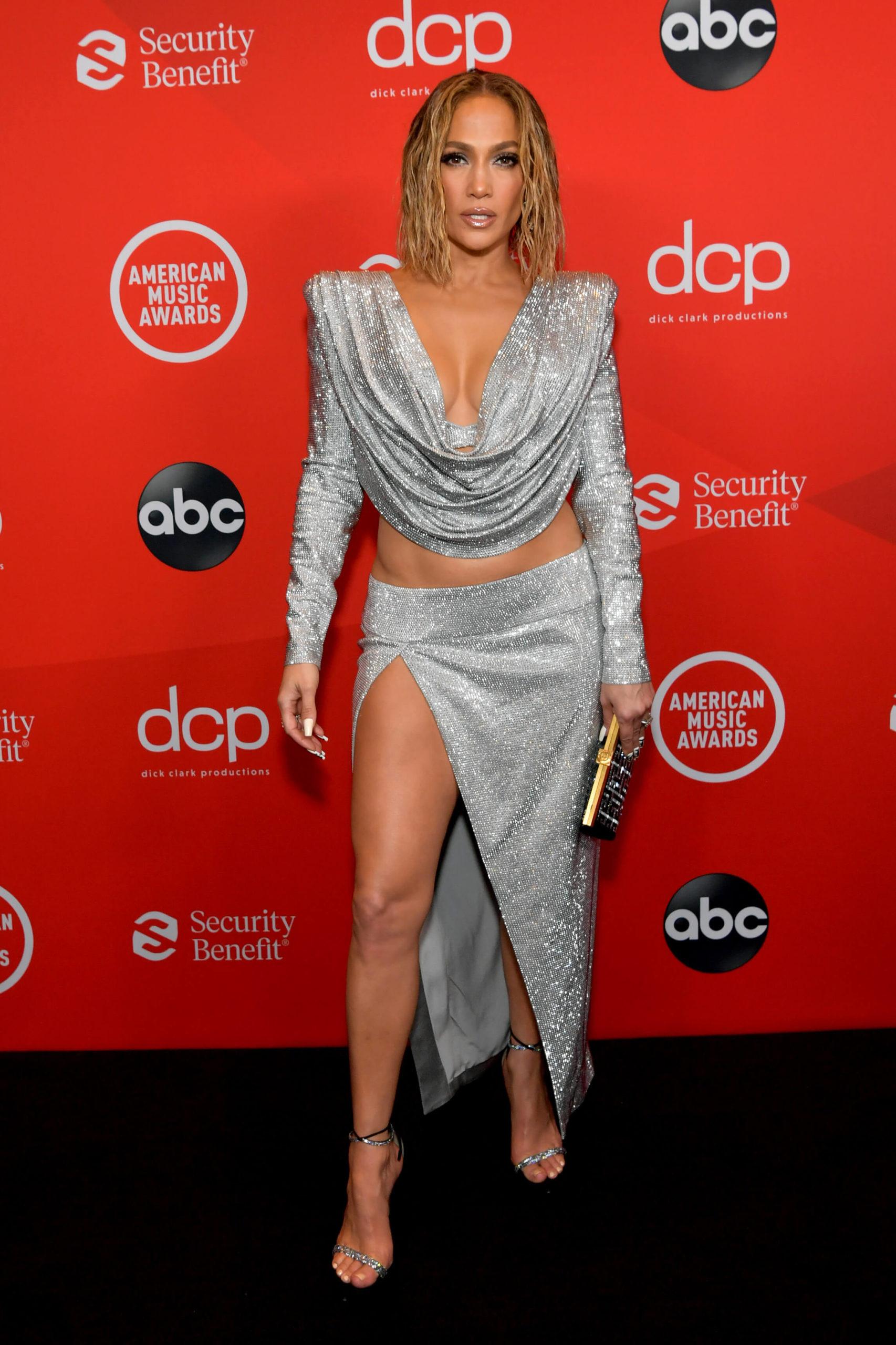Jennifer Lopez Alfombra Roja AMAS 2020
