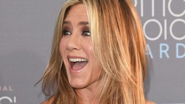 Jennifer Aniston presume abdomen con llantitas en instagram