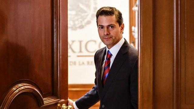 Enrique Peña Nieto puerta