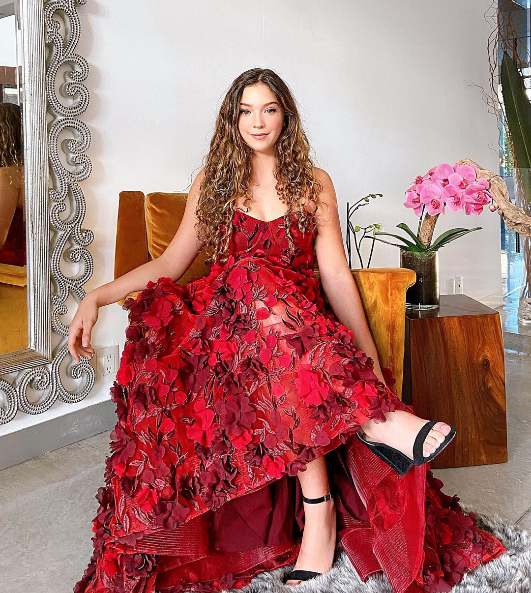 Mía Rubin vestido rojo