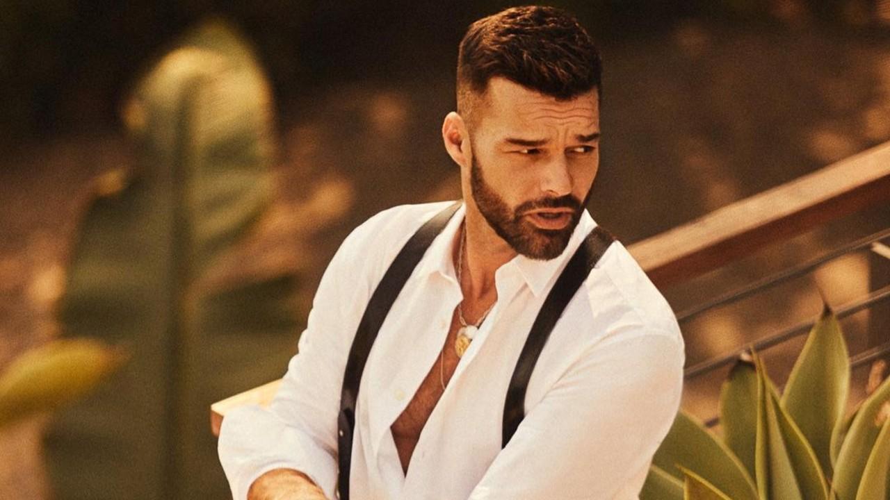 Ricky Martín presume nuevo look con barba güera
