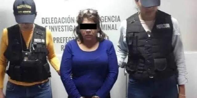 Una mujer atacó a su esposo porque le encontró fotos con otra, pero era ella