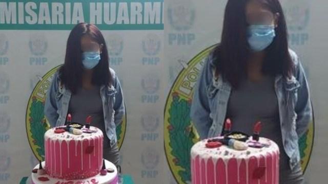 Policías obligan a joven detenida a posar con su pastel por hacer fiesta en pandemia