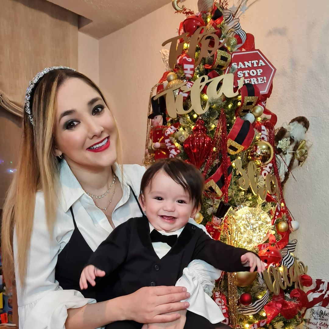 Sherlyn y su hijo en navidad foto instagram