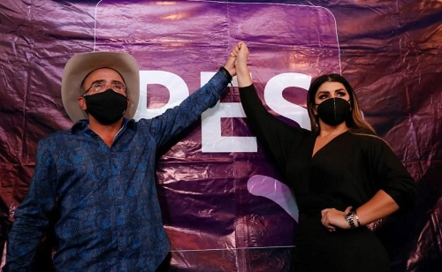 Mariana Rodríguez novia de Vicente Fernández Jr y él se registran en el PES para ser diputados
