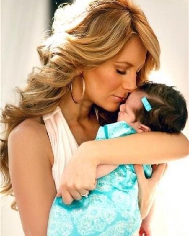 Geraldine Bazán anillo bebé
