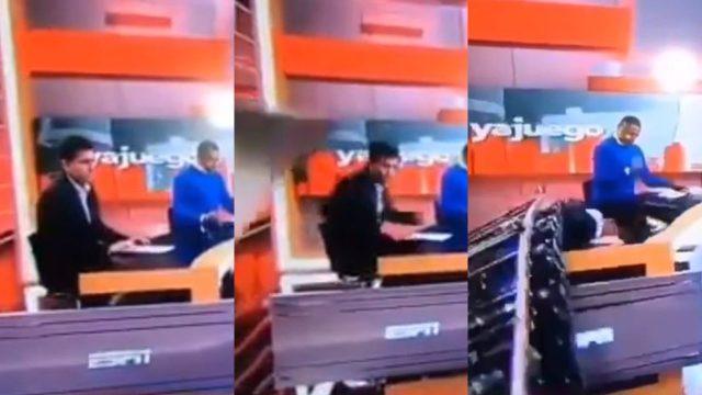 Conductor es aplastado por pantalla gigante en programa en vivo video