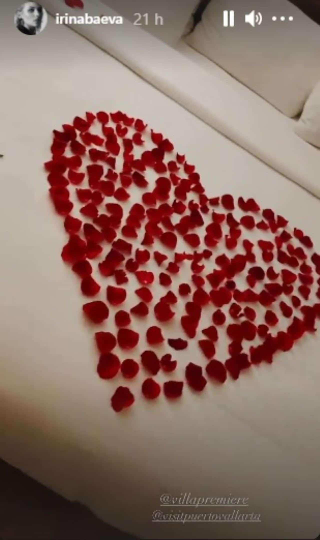 Irina Baeva corazón cama