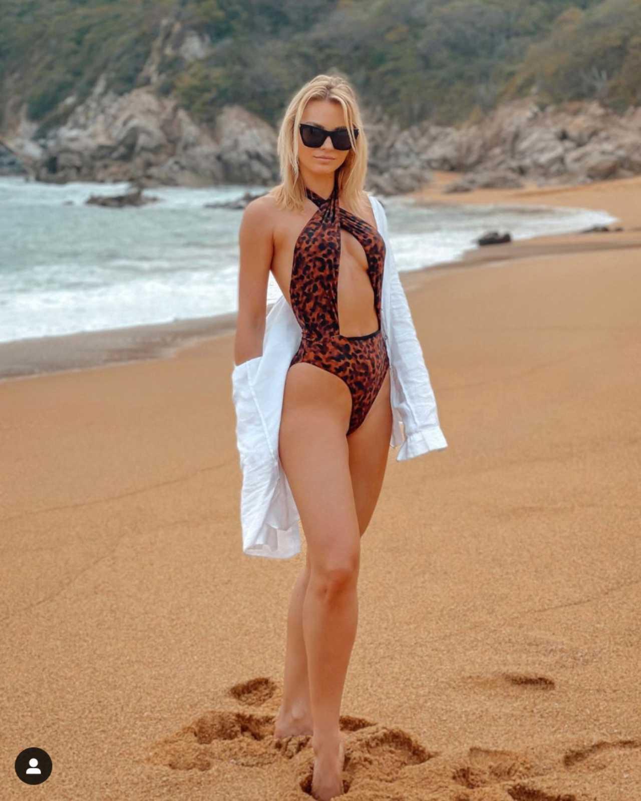 Irina Baeva foto playa tbt instagram