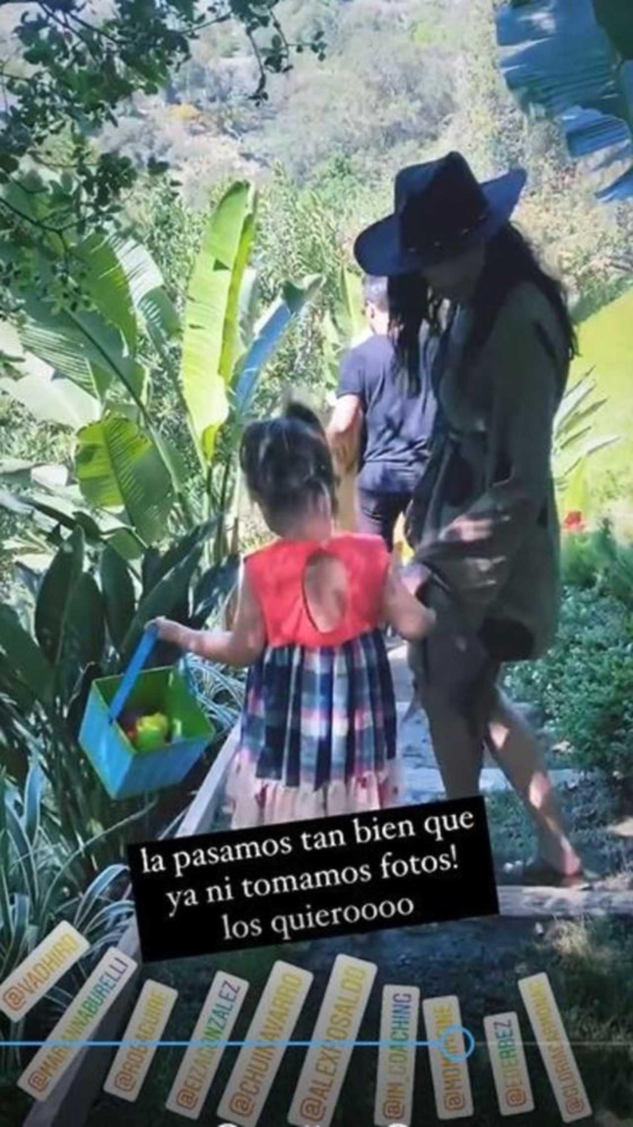 Aislinn Derbez hija Kailani paseo