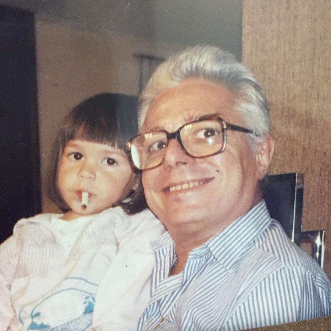 Frida Sofía con Enrique Guzmán cuando era niña