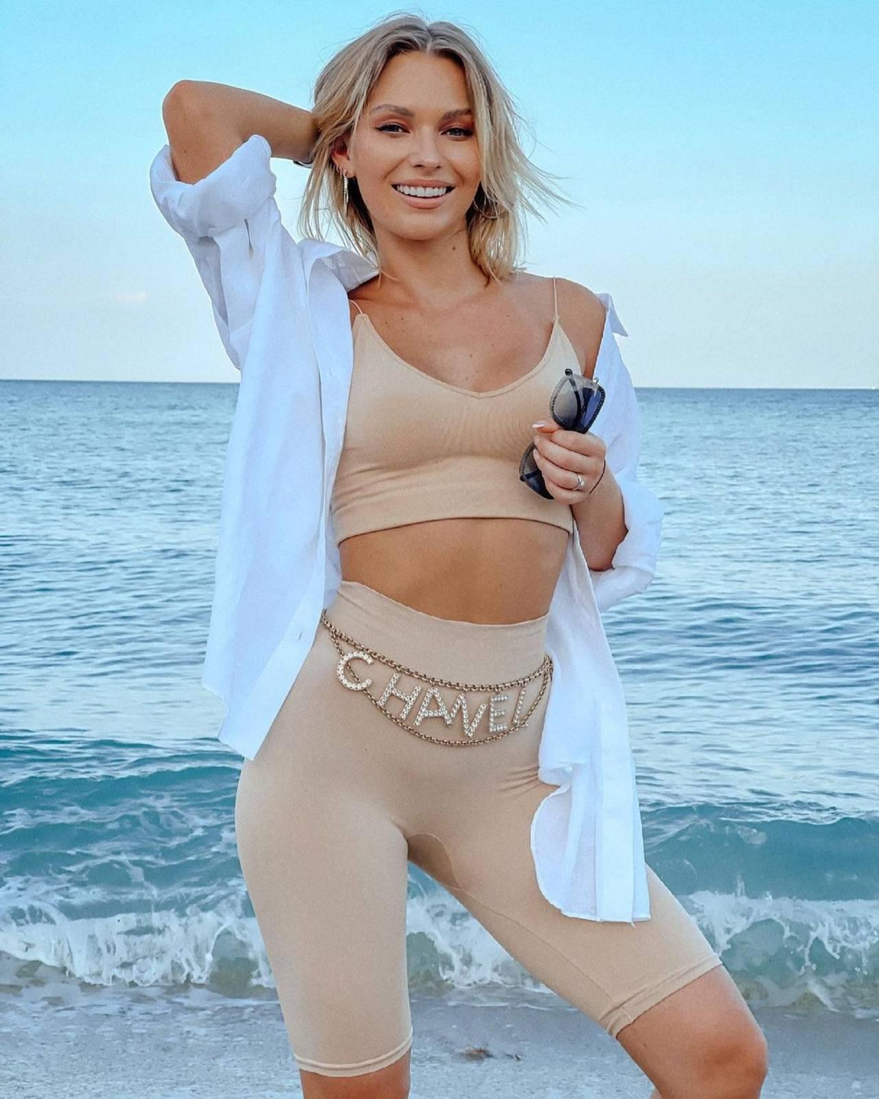 Irina Baeva tiene estrías y las muestra en foto