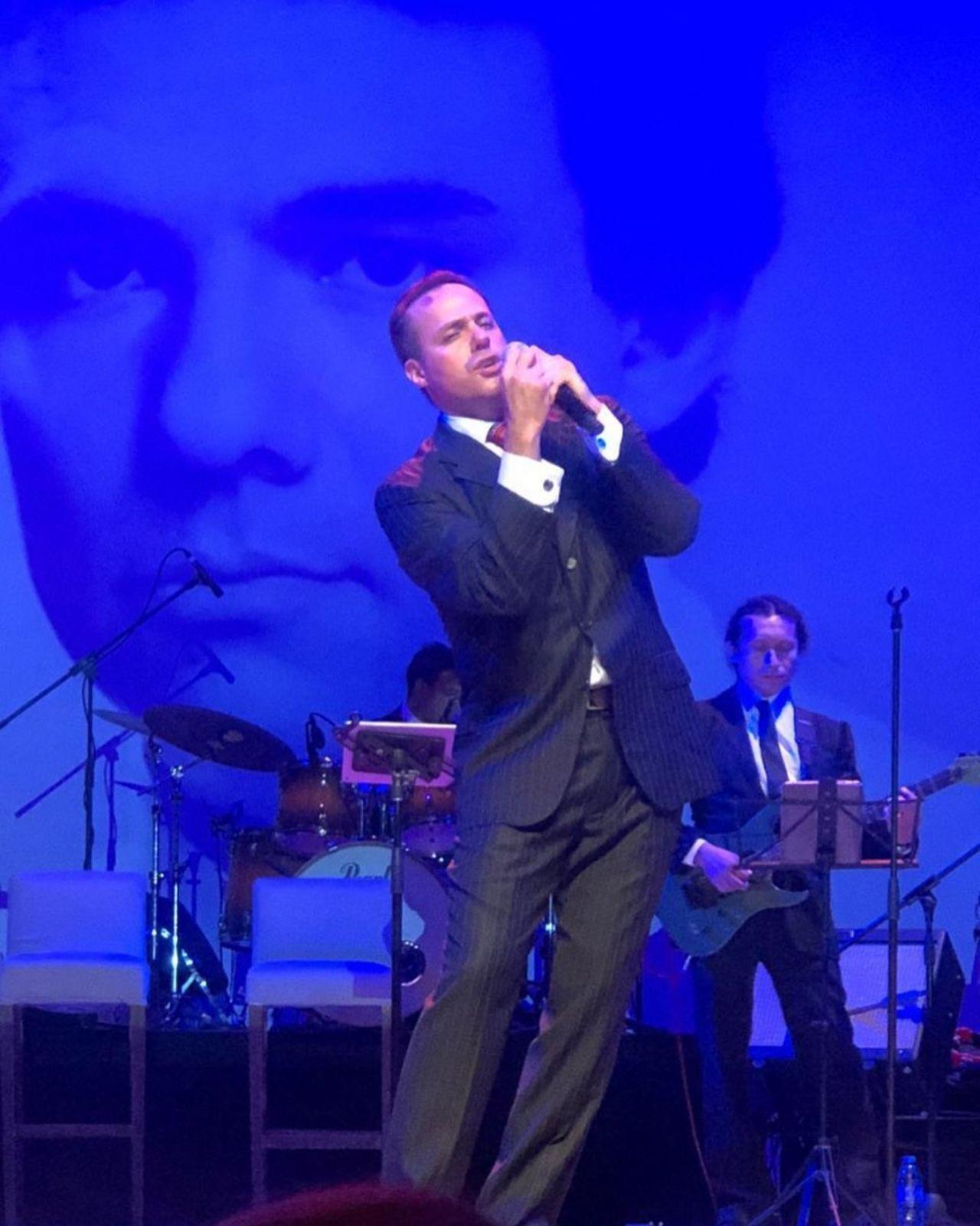 Jose Joel en un show cantando