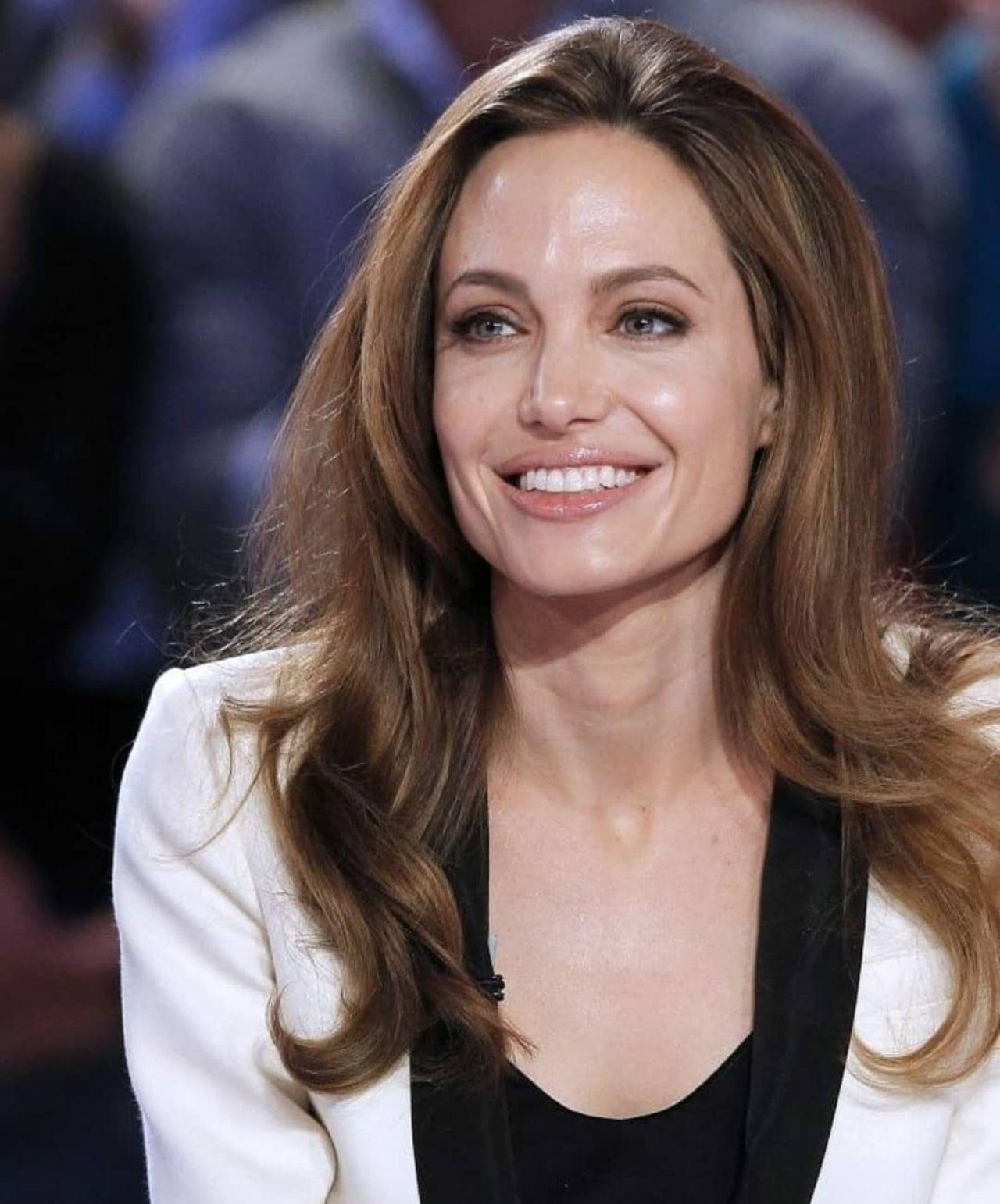 Angelina Jolie impacta con nuevo look radical