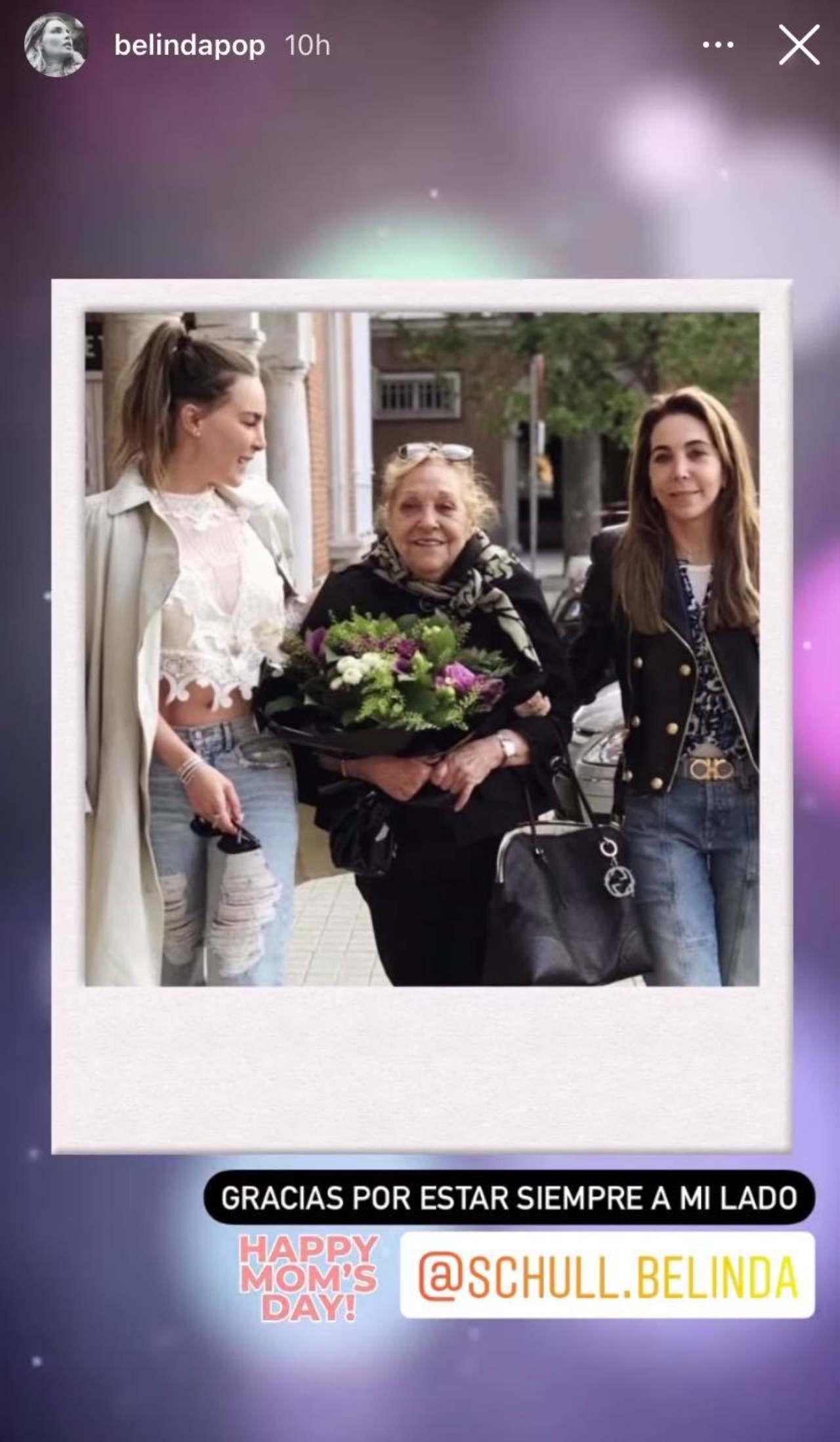 Belinda felicita a su mama y abuela