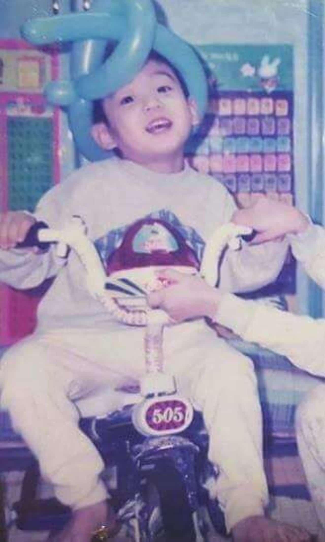 Jungkook de bebé con personalidad divertida