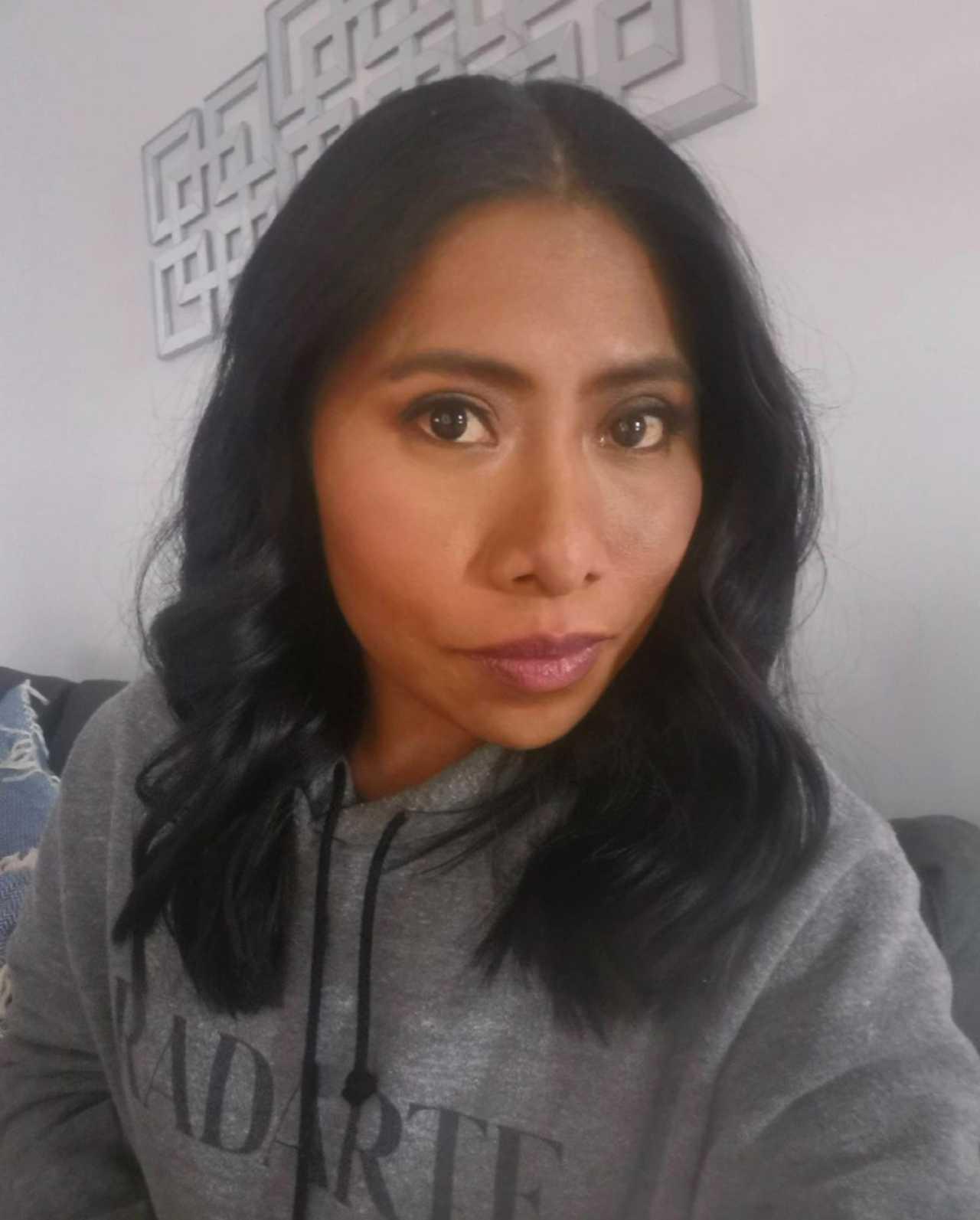 Yalitza Aparicio exalta su color de piel
