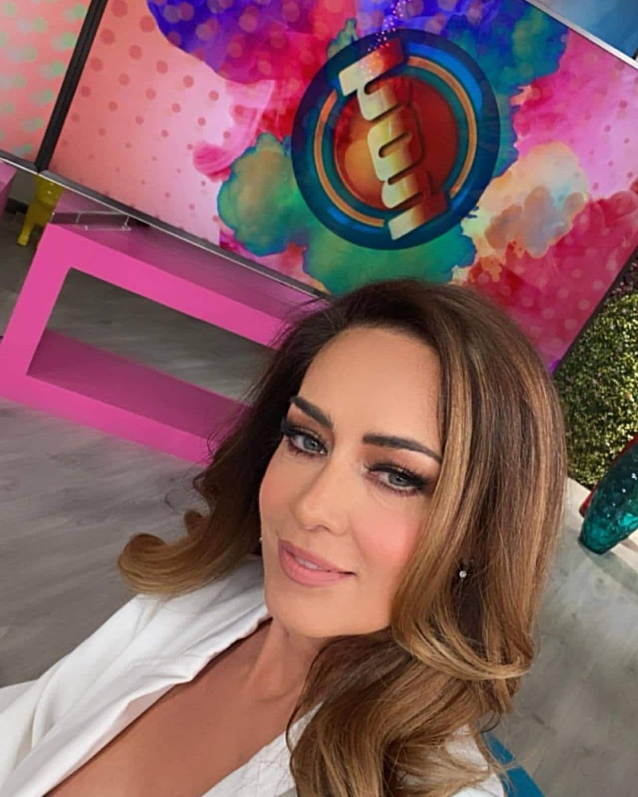 Anette Michel aparece en programa Hoy