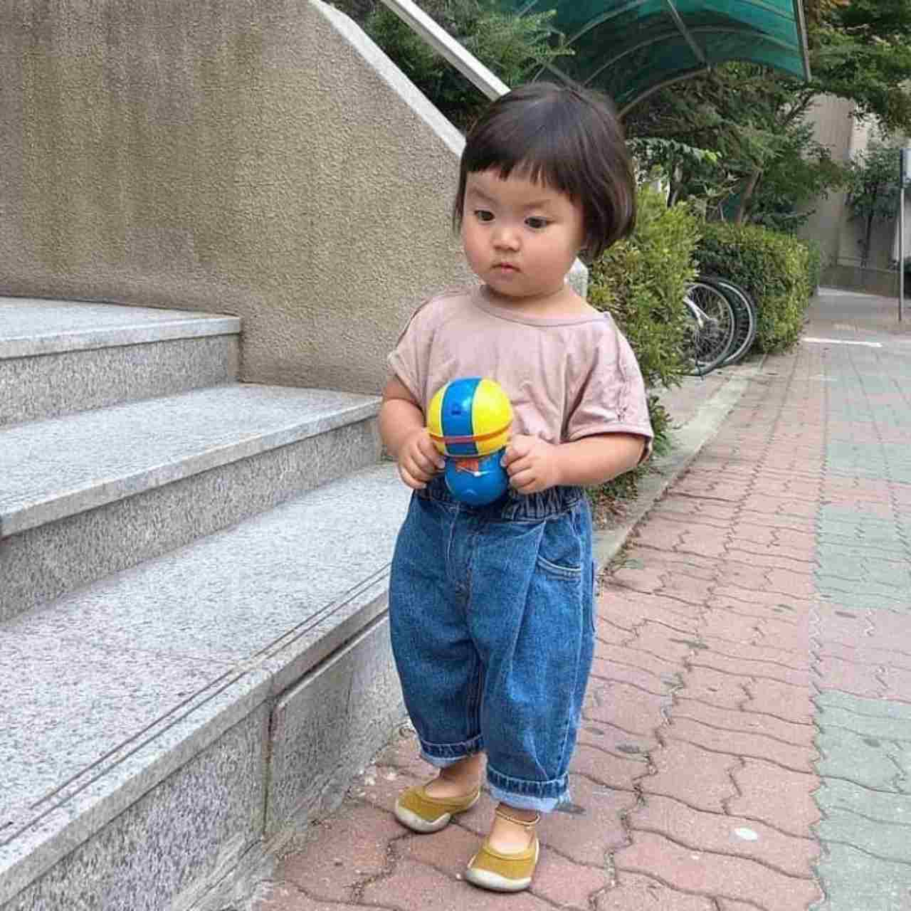 Lohee la niña coreana de los stickers