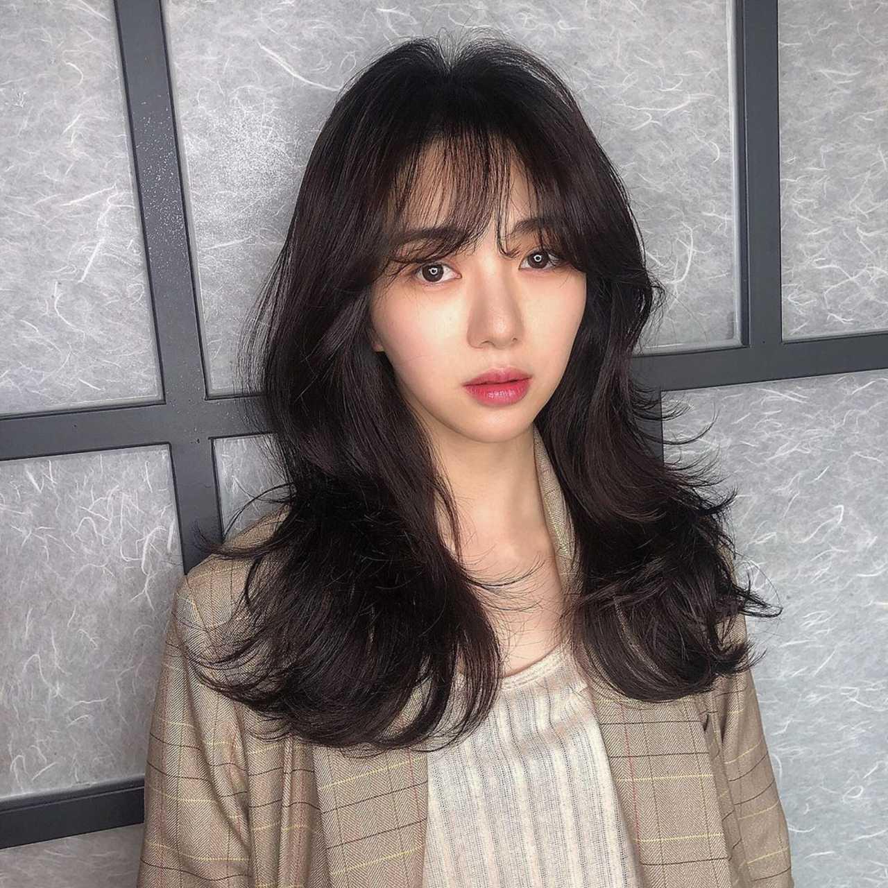 Mina exintegrante de AOA presume a su novio y la acusan de infiel
