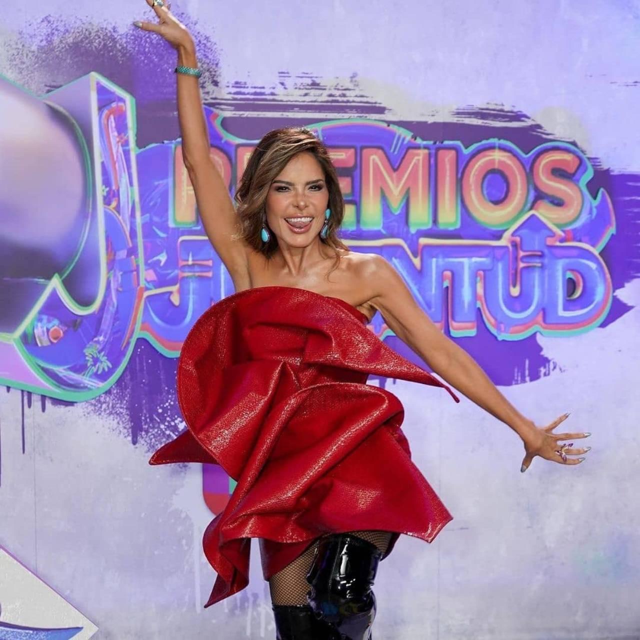 Gloria Trevi look Premios juventud 2021