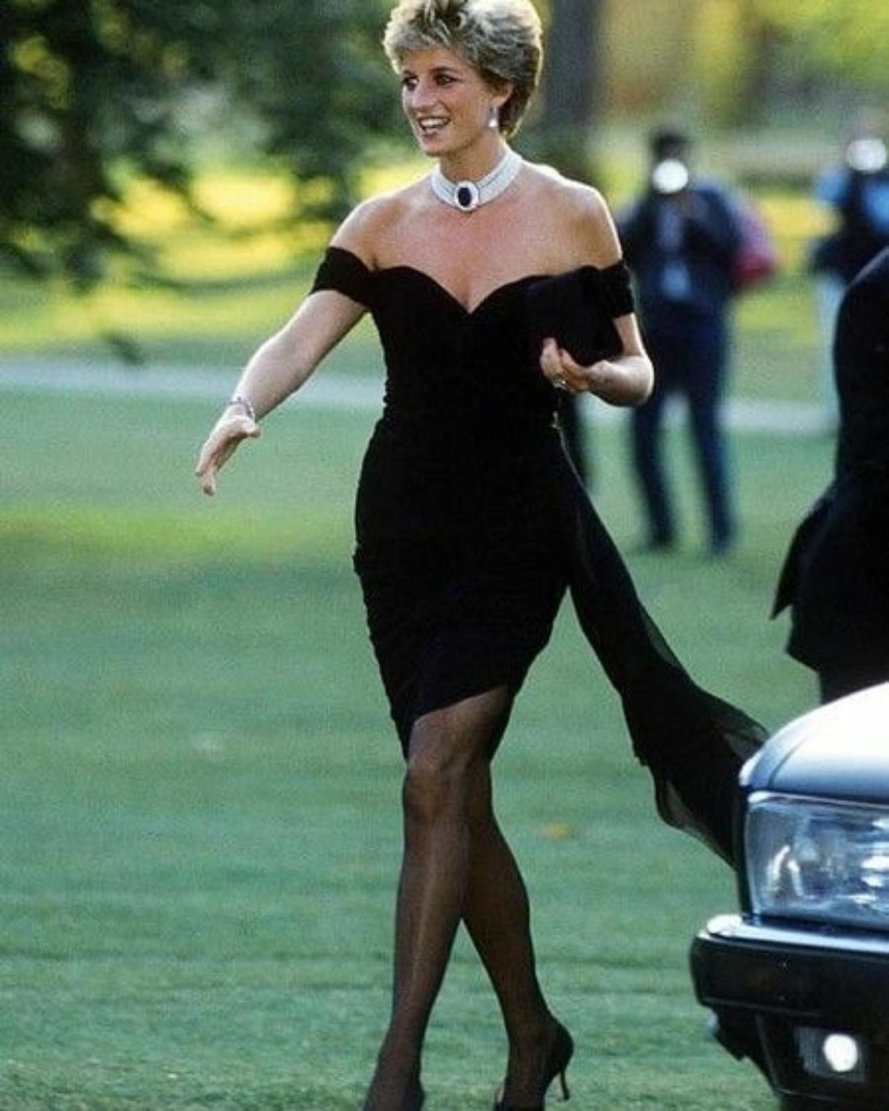 Lady Di vestido negro corto sexy