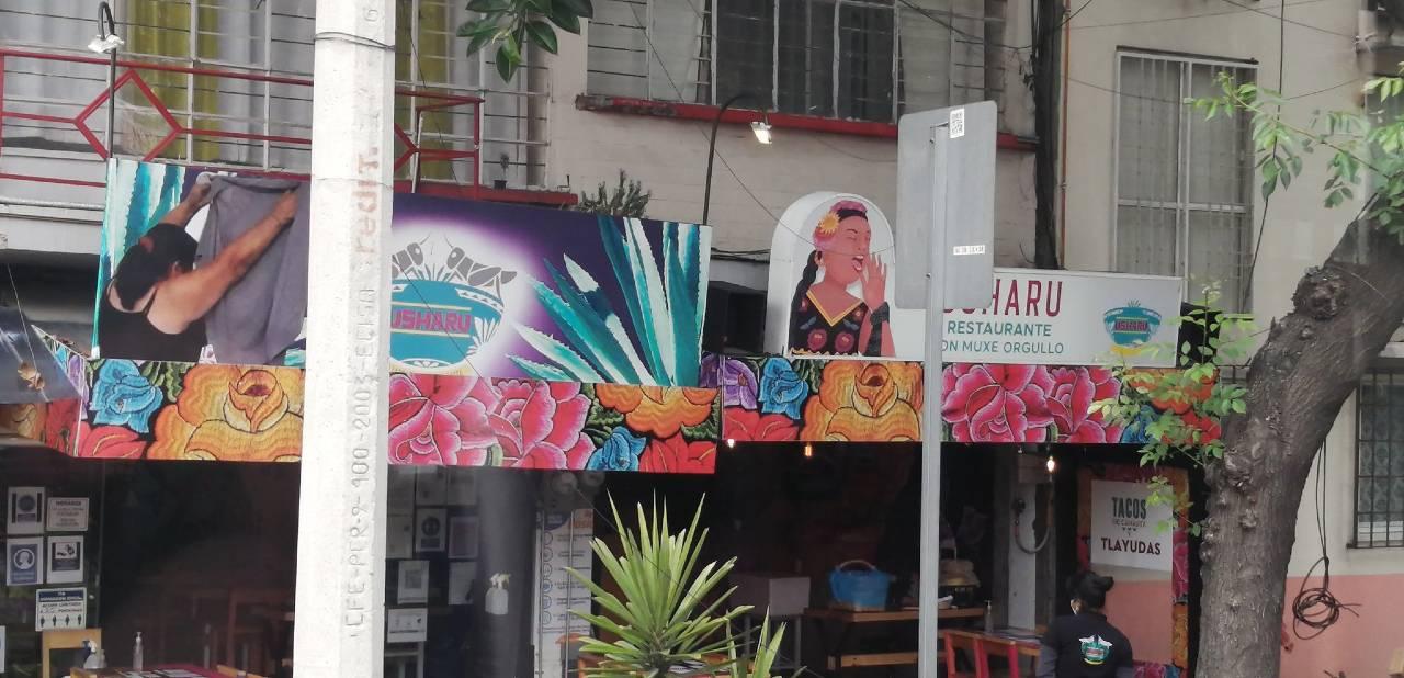 Lady Tacos de Canasta tapan su imagen en restaurante con memes