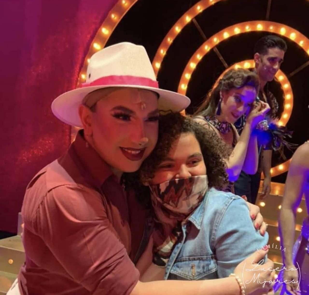 Lucero Mijares aparece como actriz en la obra La Jaula de las Locas