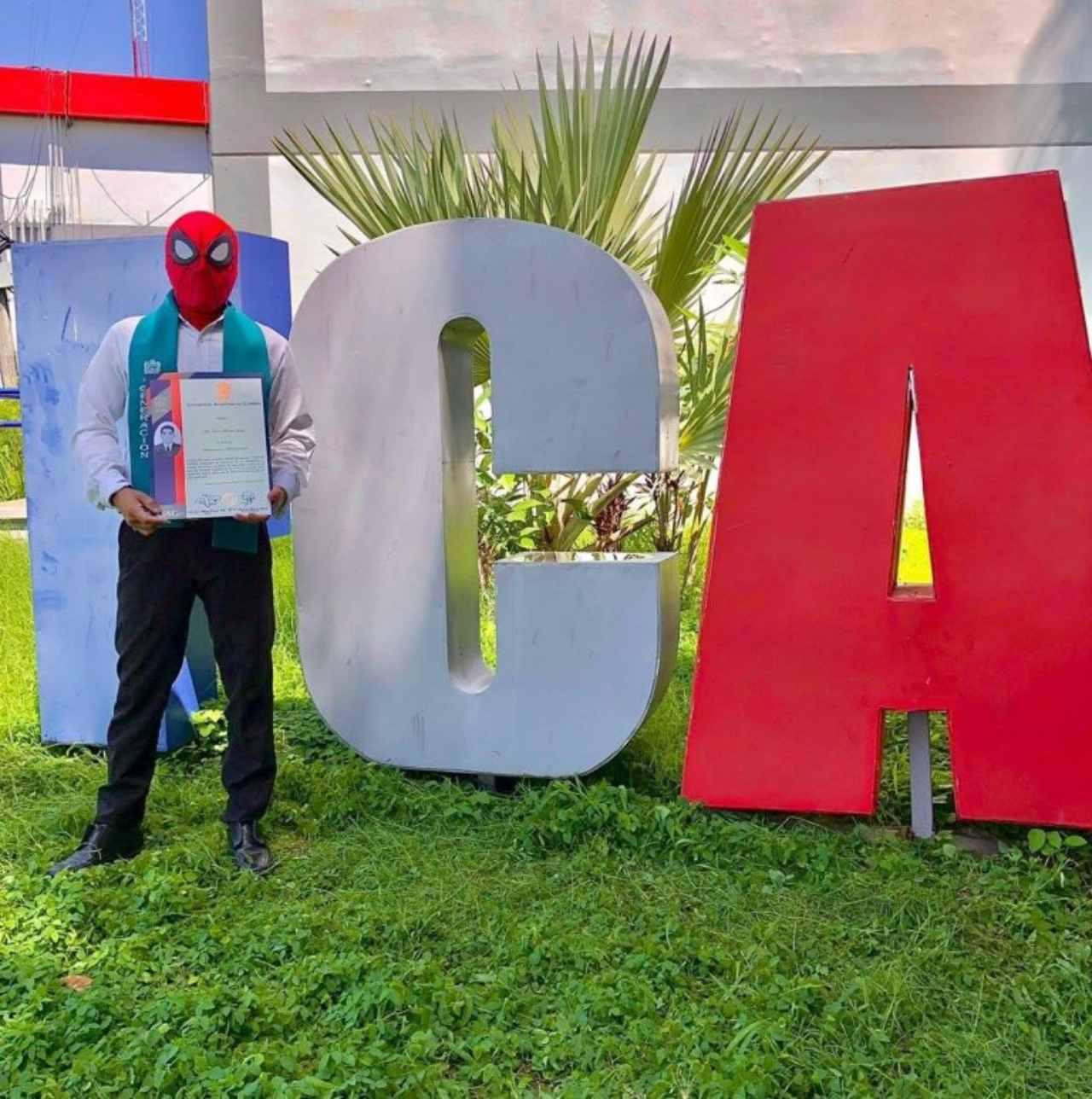 Julio, el graduado de Spider Man