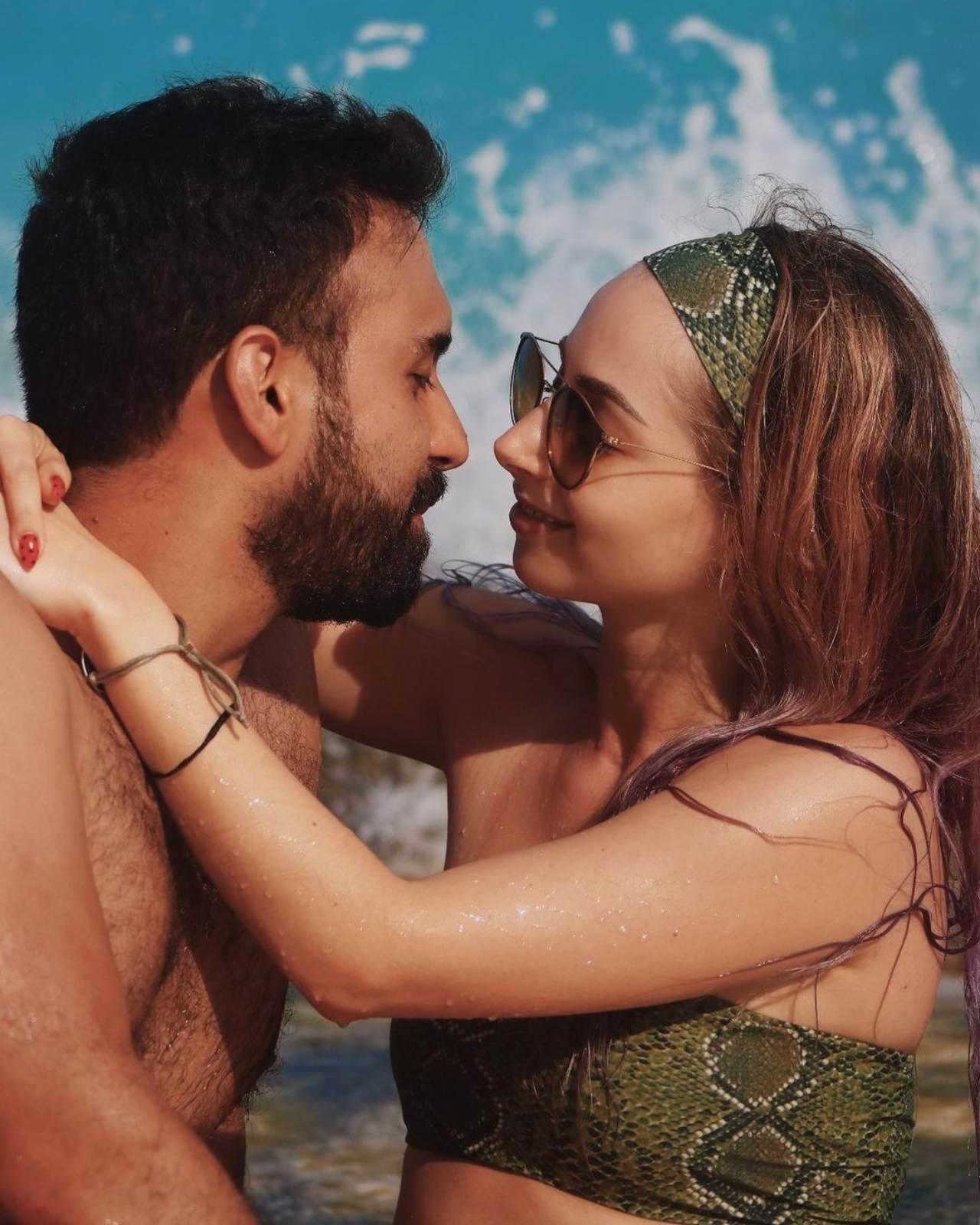 Yosstop y su novio en playa