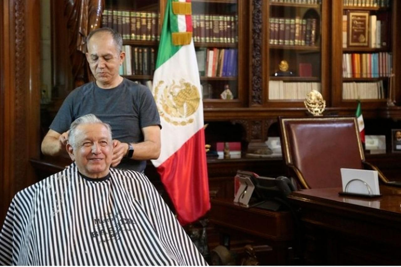 AMLO y su peluquero de confianza