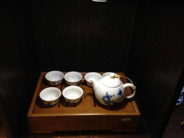 Dükkanda satılan bir çay seti...