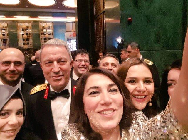 ceren kenar yıldıray oğur genç siviller genelkurmay selfie