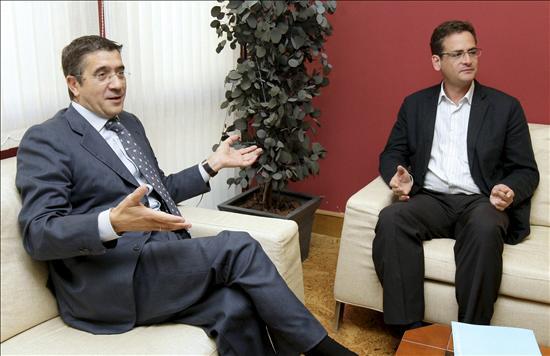 El que se presentará a la investidura (López) y el que le apoyará gratis et amore (Basagoiti) departiendo amigablemente