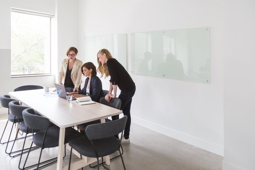 powerful-business-women-in-meeting_4460x4460-1024x683