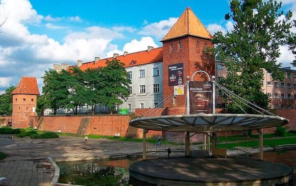 Lyceum Hosianum und Stadtmauern von Braunsberg (Braniewo) Foto: Lestat (Jan Mehlich), CC-BY-SA-2.5